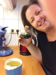 Sanguinum Gastbloggerin Angie mit ihrem Sanguinum Tee