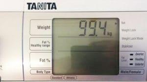 """Das """"Beweisfoto"""": Angie ist endlich wieder unter 100 kg."""