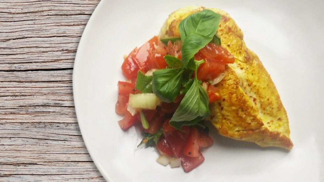 Low Carb & Low Fat: Hähnchenbrust mit frischen Tomaten