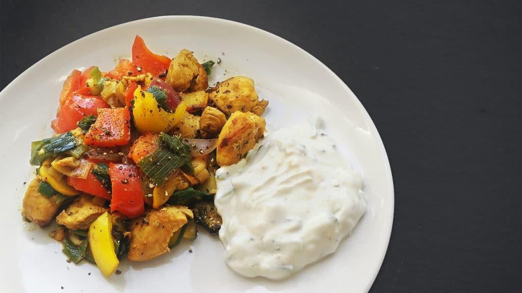 Sanguinum Abnehmrezept: Bunte Pfanne mit Gemüse und Hähnchen