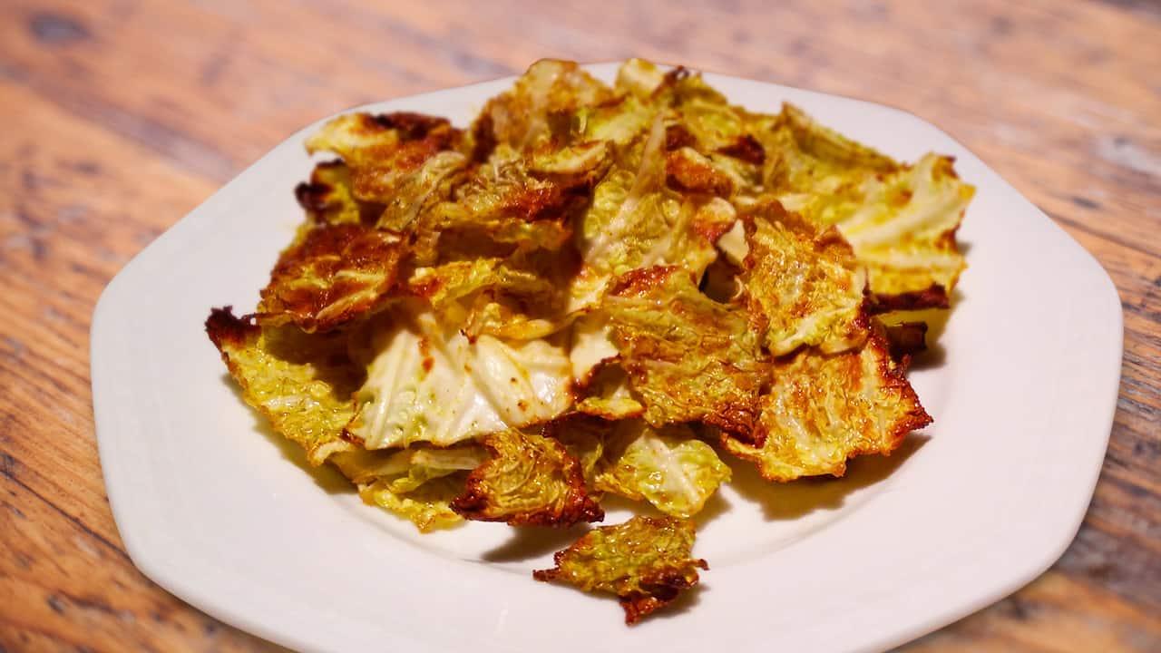 Low Carb Chips aus Wirsing - jetzt im Sanguinum Blog entdecken.