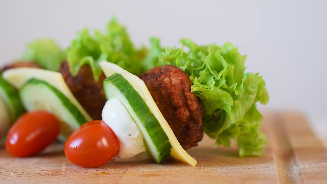 Party-Snacks: Burger-Spießchen