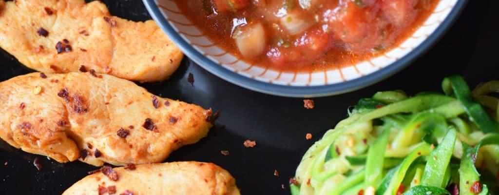 Hähnchenfilet mit Salsa und Znoodles