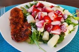 Rucola-Spargel-Erdbeersalat mit Hühnerbrust 1