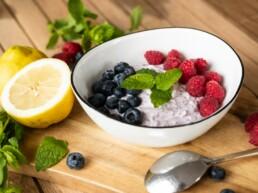 Frühstücksbowl mit Beeren